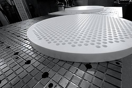 PTFE Fertigteile: Lochscheibe, gefertigt durch TEKU GmbH
